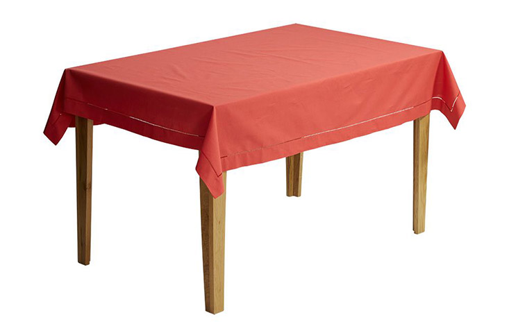Khăn trải bàn Nilla màu đỏ tinh tế và trang nhã