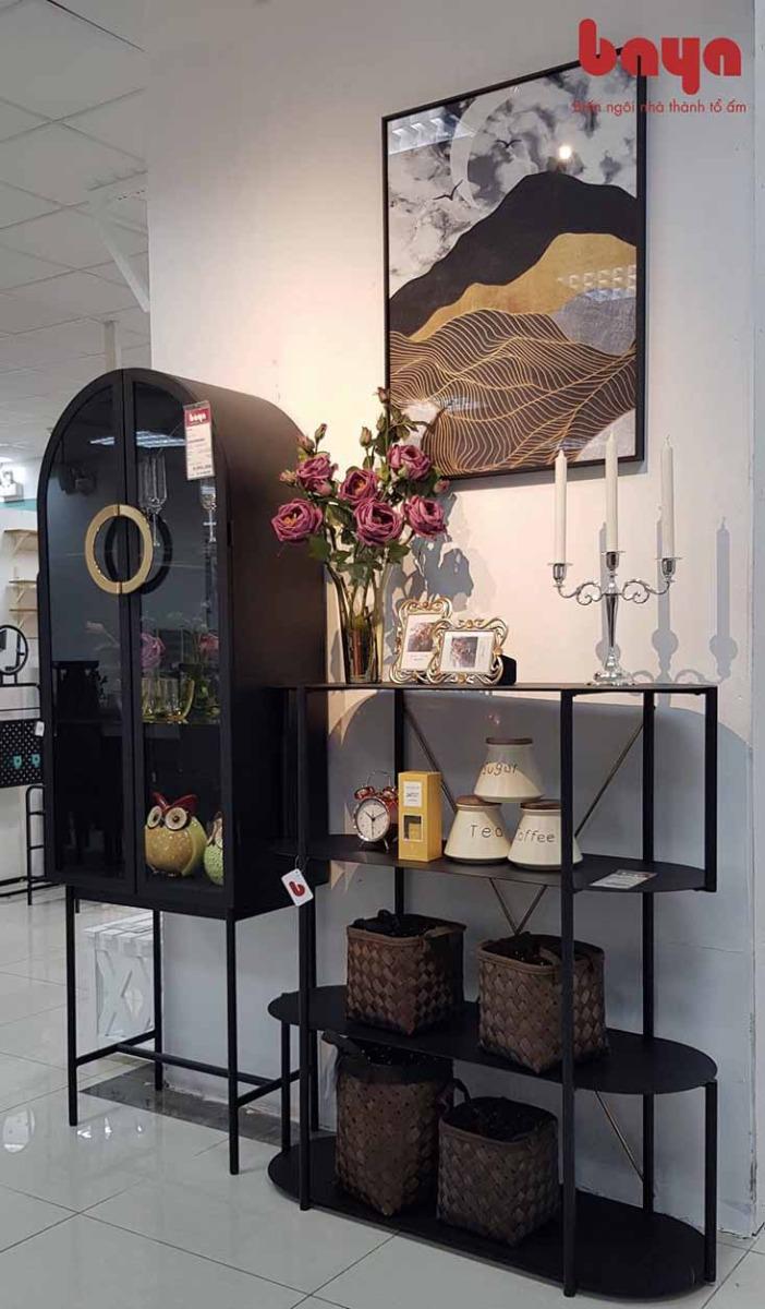 Tủ kính Connemara trưng bày trong phòng khách
