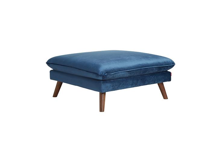 Ghế với nhung gỗ chắc chắn và đệm mút dày dặn tạo cảm giác êm ái cho người dùng