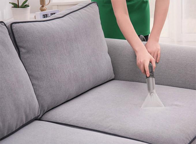 Hút bụi vệ sinh ghế sofa